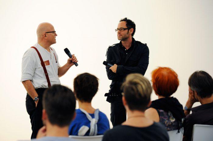Wolfgang Georgsdorf und Omer Fast im Gespräch. © Iris Janke