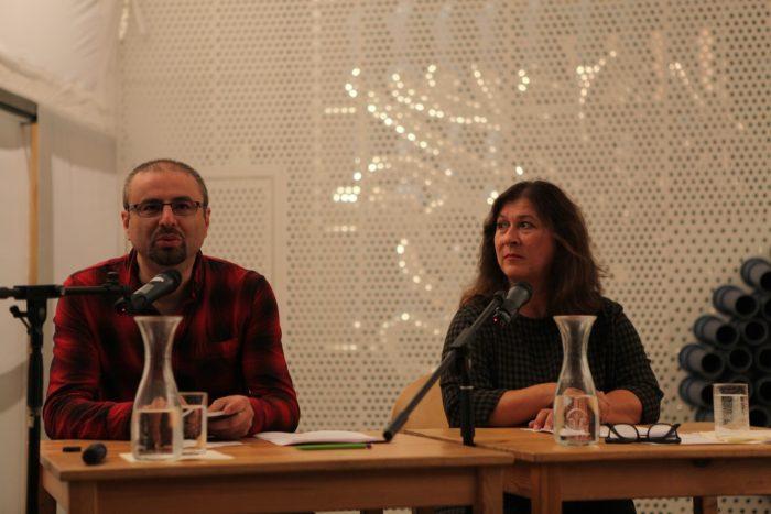 Der Dichter Nikola Madzirov rezitiert aus