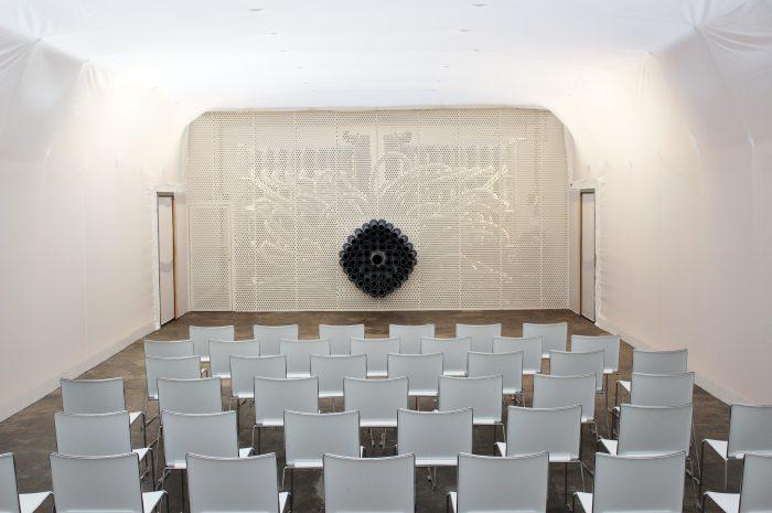 Smeller 2.0 und leere Sitzreihen. © Robert Schmitz-Michels